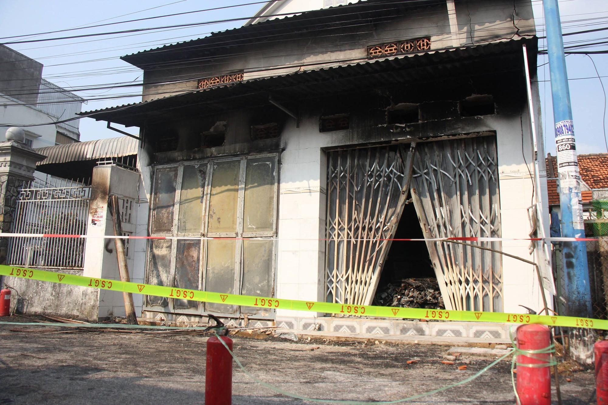 Bà Rịa - Vũng Tàu: Cháy tiệm sửa chữa điện tử, bé 10 tuổi cùng cha mẹ tử vong thương tâm - Ảnh 1.