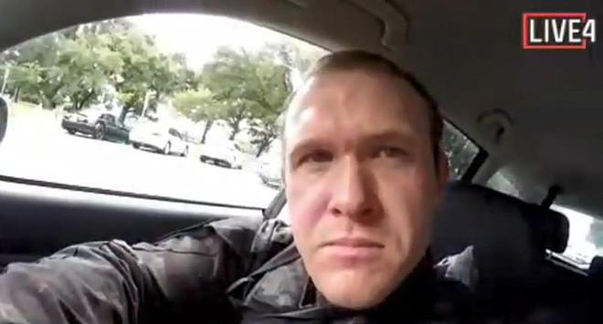 Loạt clip vụ xả súng tại New Zealand: Hung thủ hét to Nhớ theo dõi PewDiePie nhé! trên livestream trước khi gây án - Ảnh 7.
