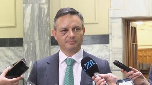 Sốc: Bộ trưởng New Zealand bất ngờ bị đấm khi đang trên đường đi làm - Ảnh 1.