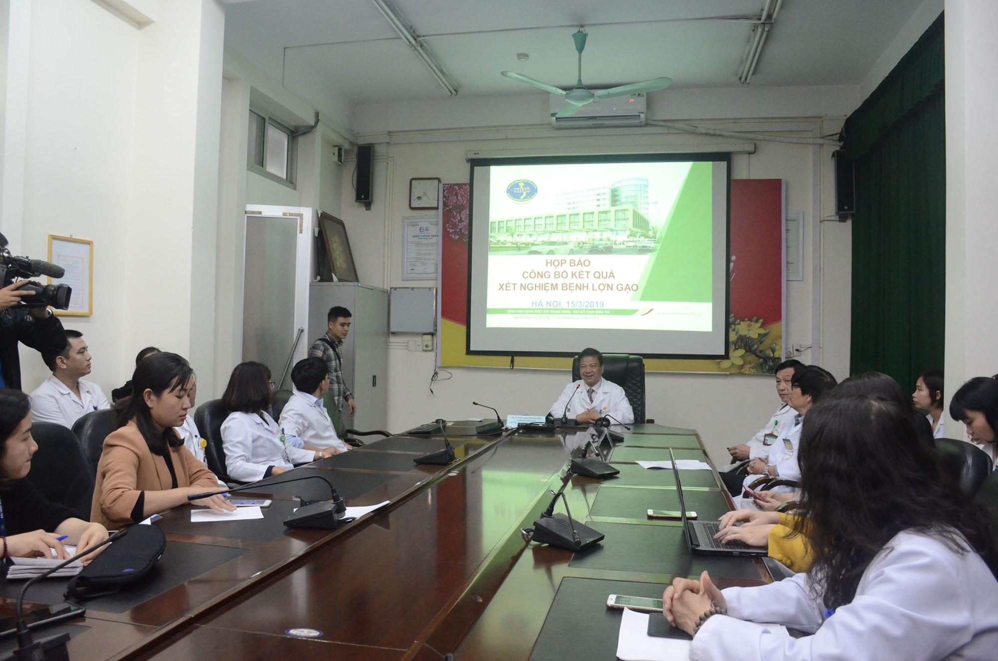 Họp báo công bố kết quả vụ gần 400 học sinh ở Bắc Ninh nghi bị nhiễm khuẩn ấu trùng sán lợn phải xuống Hà Nội khám - Ảnh 2.