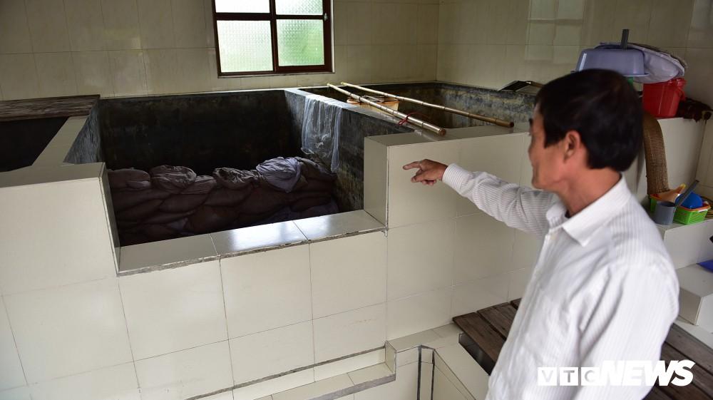 Ảnh: Cận cảnh quy trình sản xuất nước mắm truyền thống, 2 năm mới cho ra thành phẩm - Ảnh 10.