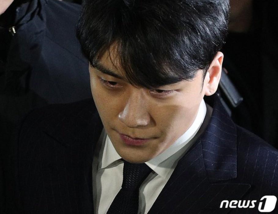 Phiên thẩm vấn đầu tiên: Seungri từ chối nộp điện thoại, Jung Joon Young dùng trò cũ, nghi ngờ đã bàn bạc trước - Ảnh 1.