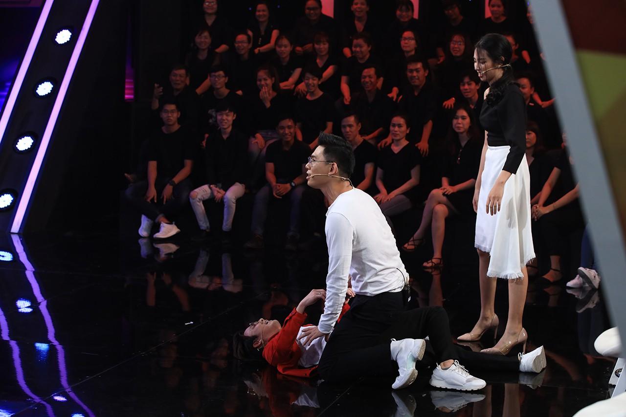 Huỳnh Lập quỳ lết, lăn lộn vì thần tượng Phương Thanh bất ngờ xuất hiện - Ảnh 6.