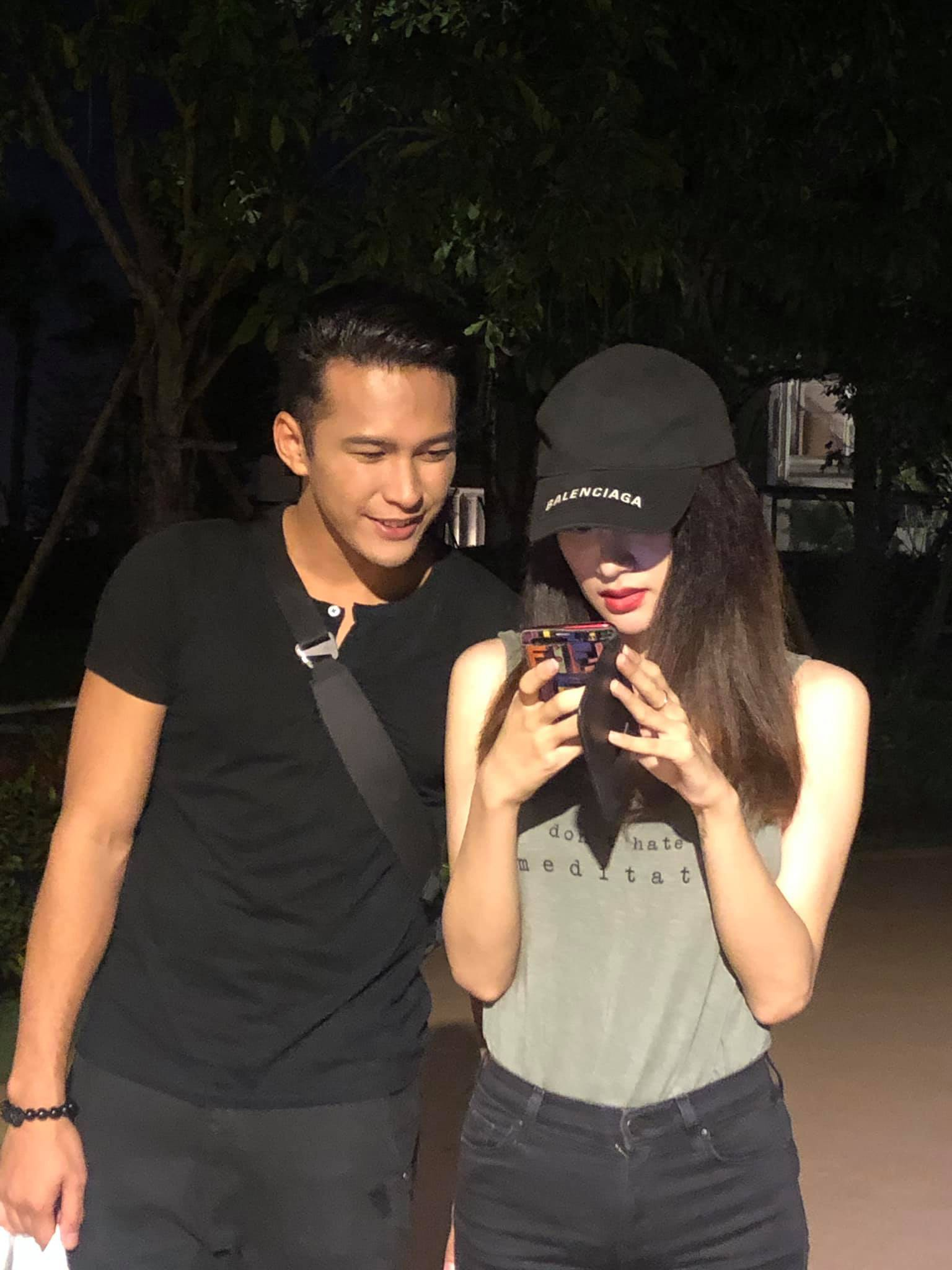 Phillip thân thiết đi chơi cùng Hương Giang sau màn xuất hiện chớp nhoáng trong MV mới khiến dân mạng nhiệt tình ghép đôi - Ảnh 2.
