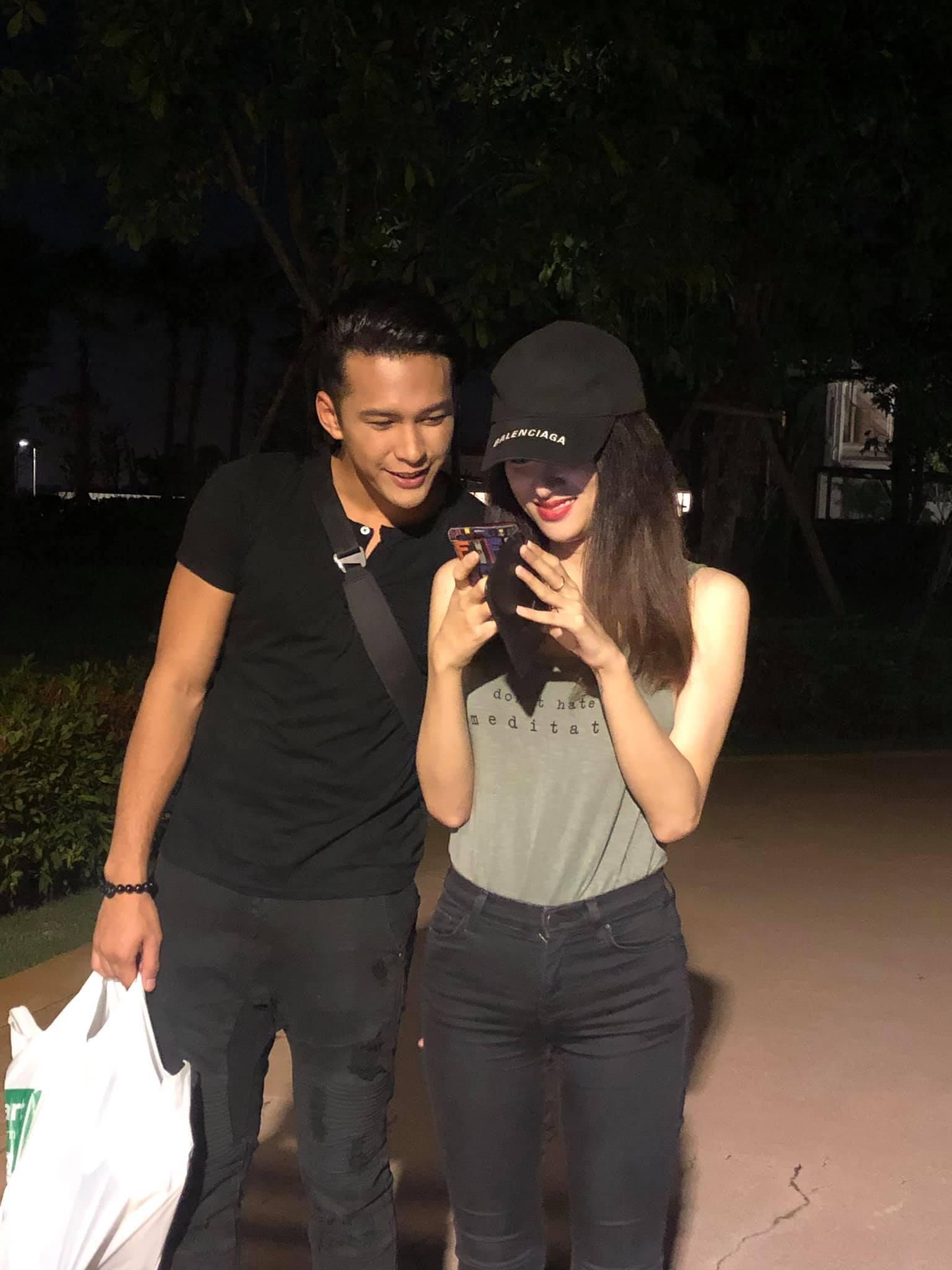 Phillip thân thiết đi chơi cùng Hương Giang sau màn xuất hiện chớp nhoáng trong MV mới khiến dân mạng nhiệt tình ghép đôi - Ảnh 1.