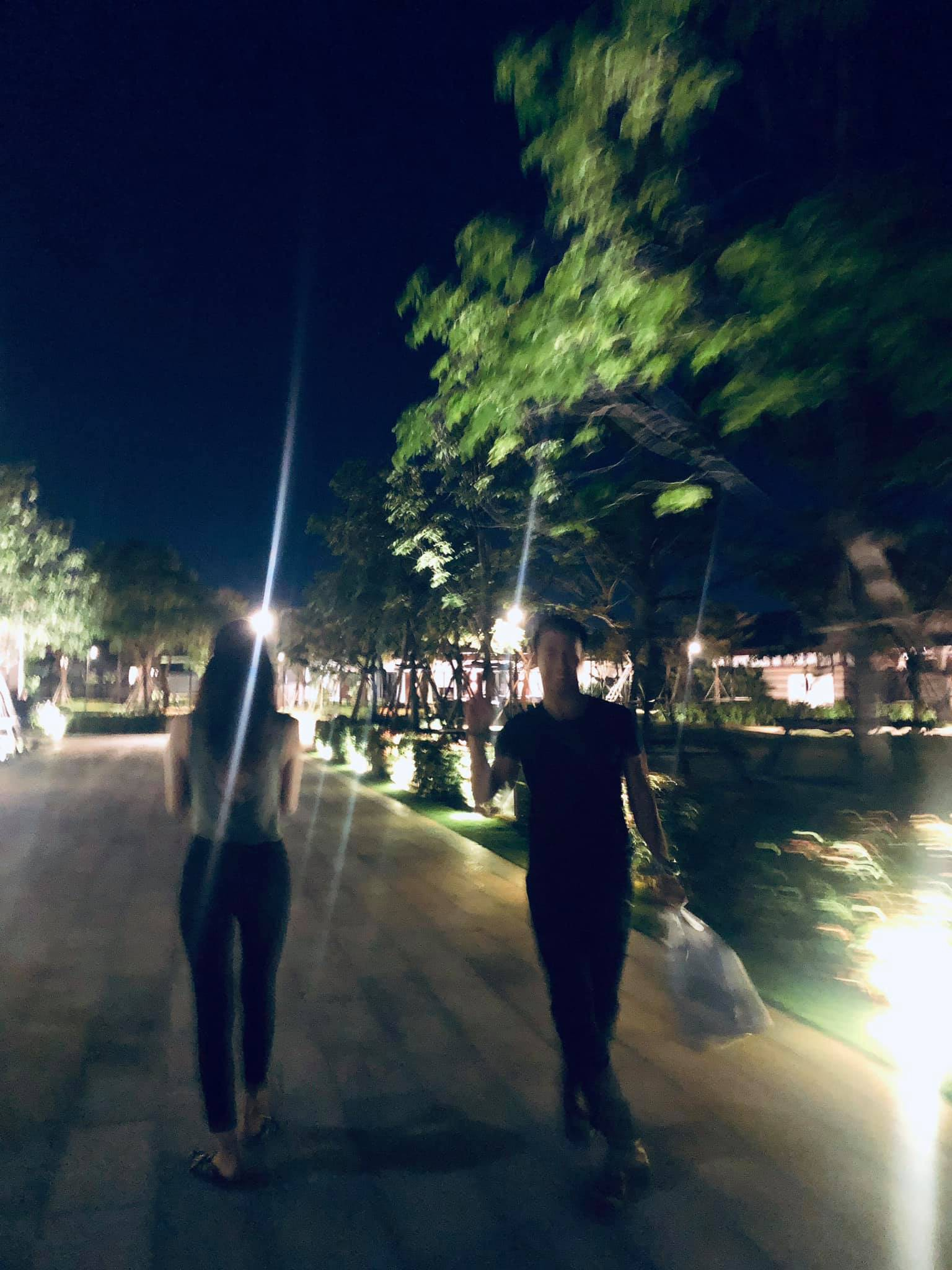 Phillip thân thiết đi chơi cùng Hương Giang sau màn xuất hiện chớp nhoáng trong MV mới khiến dân mạng nhiệt tình ghép đôi - Ảnh 3.