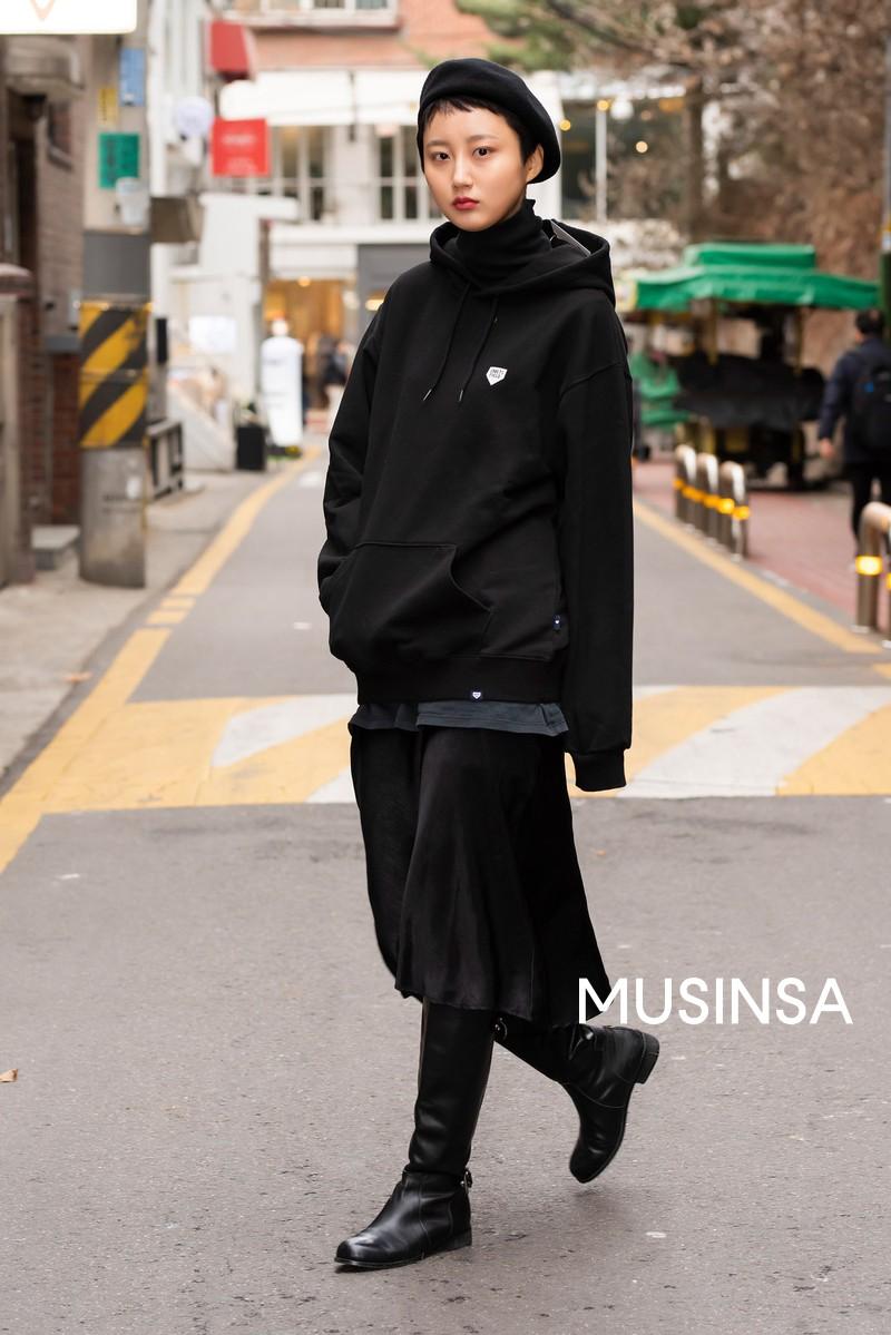 Chỉ cần ngắm street style chất lừ của giới trẻ Hàn tuần qua, công cuộc ăn mặc của bạn chắc chắn sẽ lên hương - Ảnh 7.