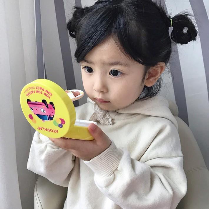 """Trẻ em Hàn Quốc thi nhau trang điểm, mỹ phẩm trở thành """"đồ chơi thế hệ mới"""" - Ảnh 1."""