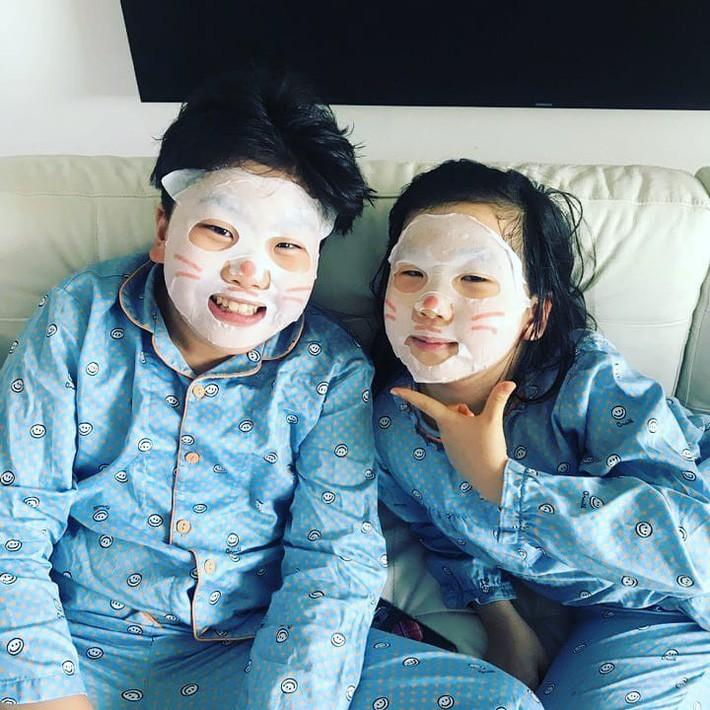 """Trẻ em Hàn Quốc thi nhau trang điểm, mỹ phẩm trở thành """"đồ chơi thế hệ mới"""" - Ảnh 4."""