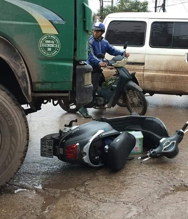 Nữ sinh đi xe máy điện tử vong thương tâm trên đường đi học thêm về - Ảnh 2.