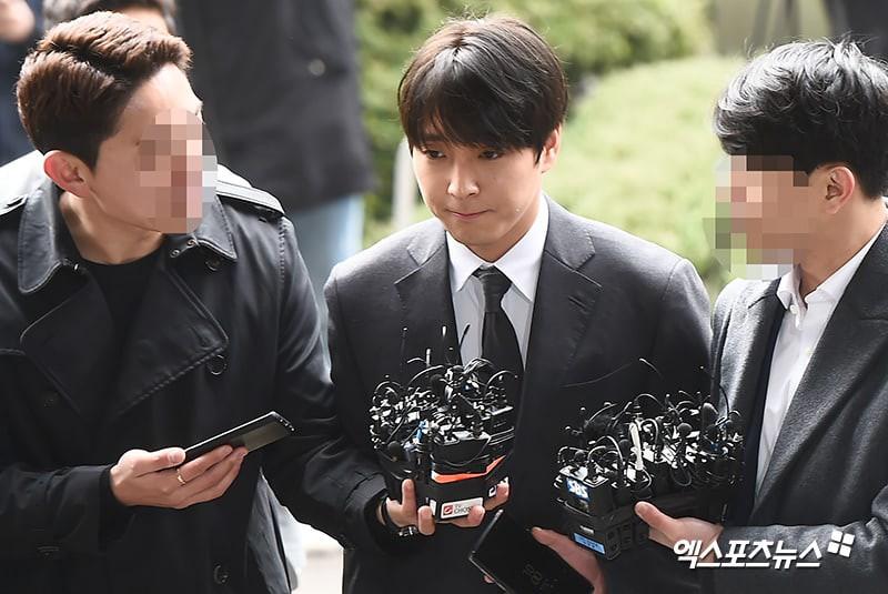 Sau 21 giờ thẩm vấn tại sở cảnh sát, Choi Jong Hoon đối diện với hàng ngàn câu hỏi từ phía phóng viên như thế nào? - Ảnh 2.