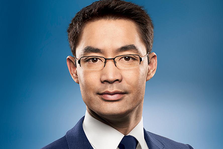 Profile học vấn siêu đỉnh của Nguyên Phó Thủ tướng Đức vừa về Việt Nam làm việc - Ảnh 1.