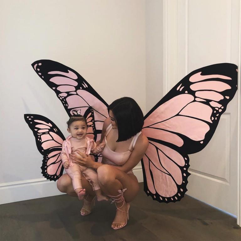 Những lần diện đồ đôi siêu đỉnh của Kylie Jenner và con gái đầu lòng - Ảnh 5.