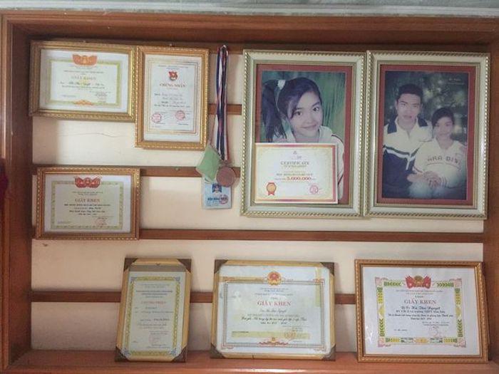 Nữ sinh Thanh Hoá nổi như cồn với bức ảnh thẻ xinh như hotgirl, đã vậy còn học giỏi, hát hay và là cao thủ võ thuật - Ảnh 2.