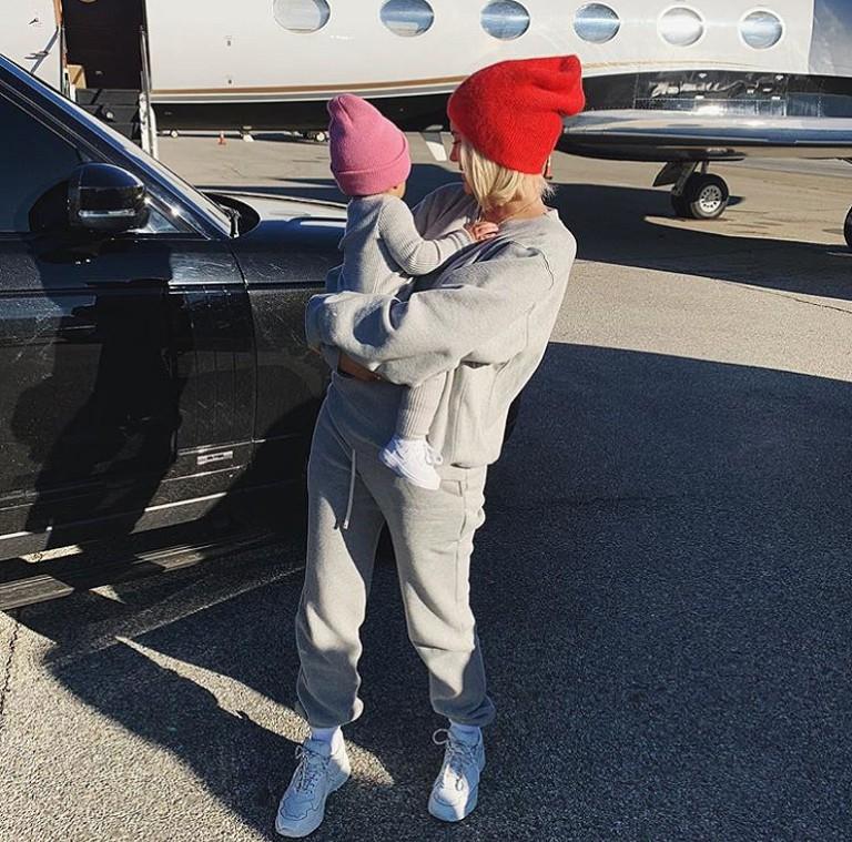 Những lần diện đồ đôi siêu đỉnh của Kylie Jenner và con gái đầu lòng - Ảnh 10.