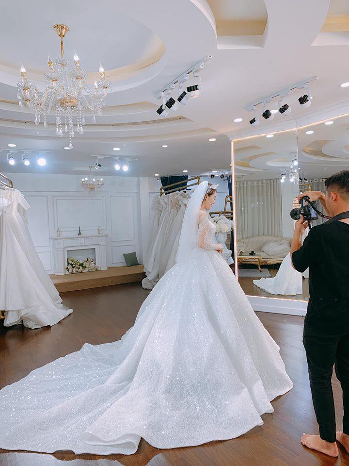 Khoảnh khắc ngọt ngào đến tan chảy của Lê Hà và ông xã soái ca trước đám cưới diễn ra ngày 30/4 - Ảnh 4.