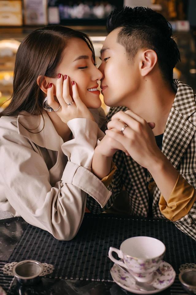 Khoảnh khắc ngọt ngào đến tan chảy của Lê Hà và ông xã soái ca trước đám cưới diễn ra ngày 30/4 - Ảnh 1.