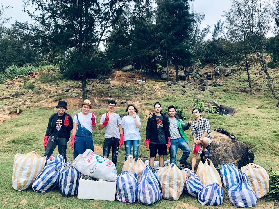 Thử thách dọn rác tại đảo Sơn Trà: Trả lại một bãi đá hoang sơ từ biển rác, tuyên truyền ý nghĩa về du lịch có trách nhiệm - Ảnh 7.