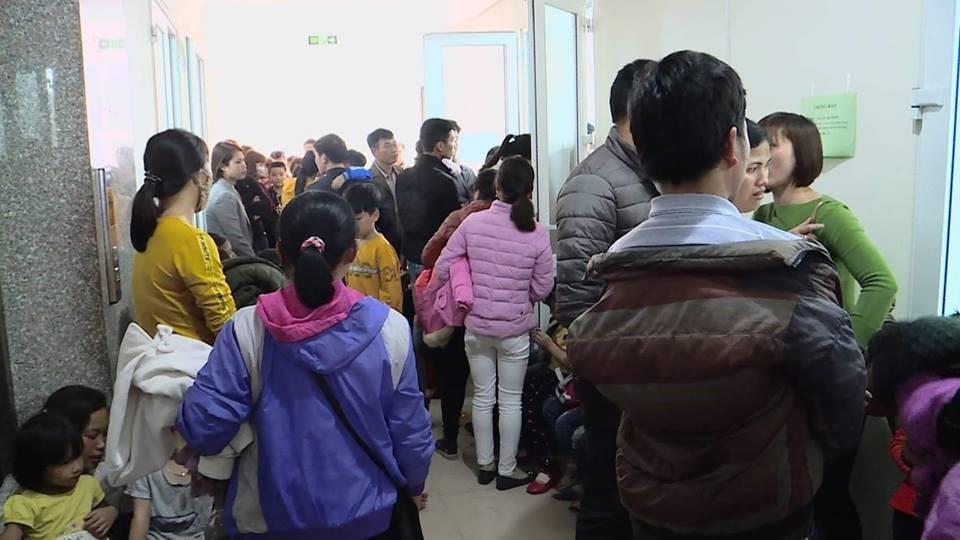 Số lượng người đến xét nghiệm sán lợn rất lớn ở Bệnh viện Bệnh Nhiệt đới Trung ương và Viện Sốt rét - Ký sinh trùng và côn trùng Trung ương - Ảnh 2.