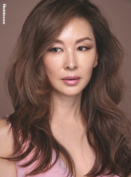 Trước khi dính líu tới vụ tự tử của sao nữ Vườn Sao Băng, quý bà Lee Mi Sook gây sốc từ sự nghiệp đến đời tư - Ảnh 1.