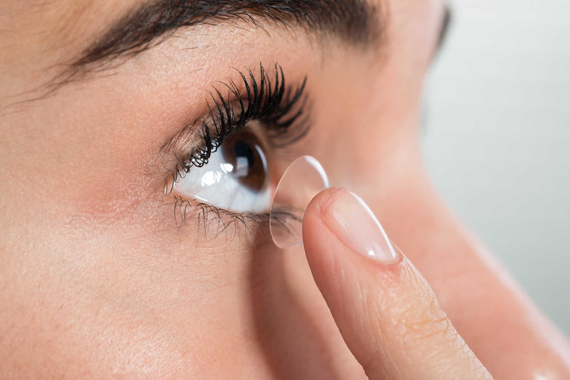 Nhiều người gặp phải tình trạng ngứa khóe mắt nhưng không biết rõ nguyên nhân đến từ đâu - Ảnh 3.