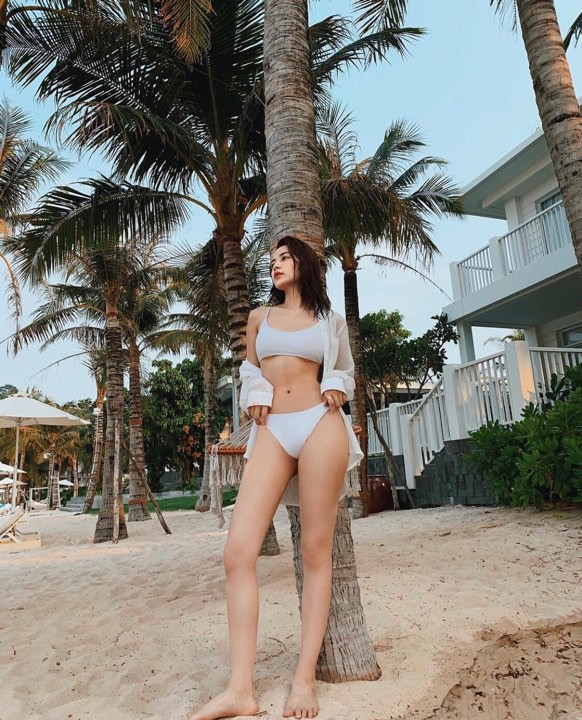 Chi Pu khoe ảnh diện bikini, body thay đổi đến bất ngờ khi đặt cạnh hình ảnh từ 2 năm trước - Ảnh 1.