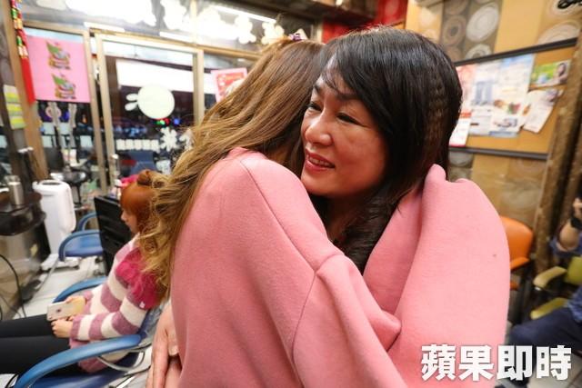 Không mặc cảm vì cơ thể bỏng 91%, cô gái Đài Loan khoe nhan sắc xinh đẹp với biệt danh nàng tiên cá trong biển lửa - Ảnh 4.