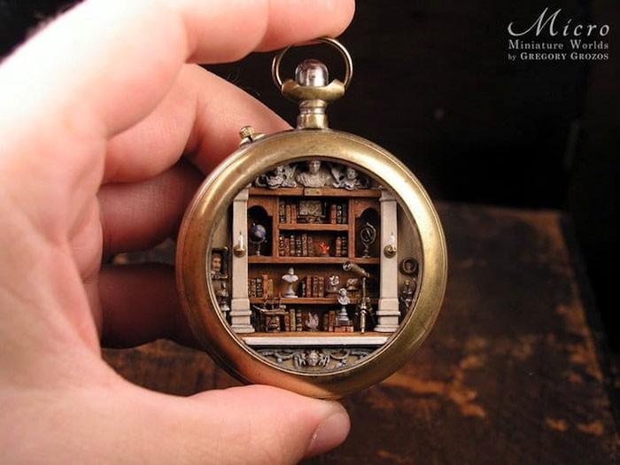 Nghệ sĩ này đem cả thế giới tí hon vào những chiếc đồng hồ cũ hỏng, kết quả ngoài cả sức tưởng tượng! - Ảnh 2.