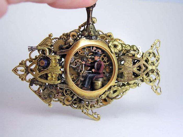 Nghệ sĩ này đem cả thế giới tí hon vào những chiếc đồng hồ cũ hỏng, kết quả ngoài cả sức tưởng tượng! - Ảnh 3.