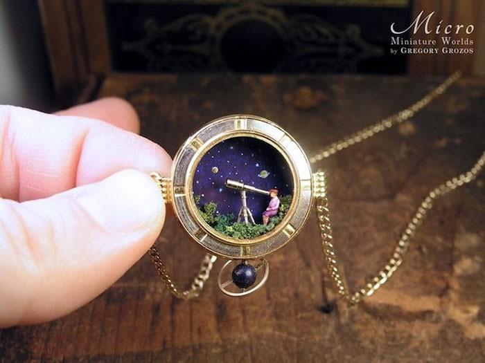 Nghệ sĩ này đem cả thế giới tí hon vào những chiếc đồng hồ cũ hỏng, kết quả ngoài cả sức tưởng tượng! - Ảnh 4.