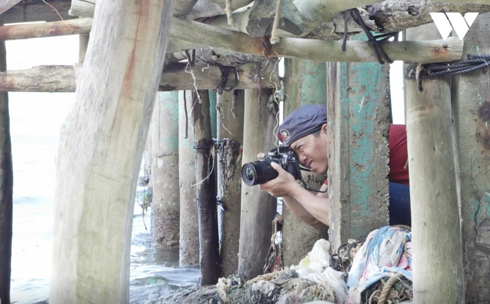 Hành trình hơn 3000km bờ biển của nhiếp ảnh gia săn rác Lekima Hùng và câu chuyện nơi hòn đảo người dân chỉ vứt rác xuống biển - Ảnh 3.