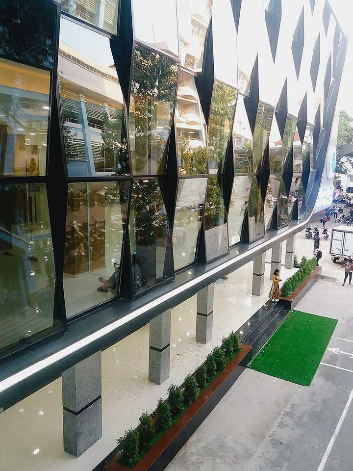 Xuất hiện thư viện siêu sang chảnh ngay tại Việt Nam với thiết kế lung linh như trung tâm thương mại - Ảnh 1.