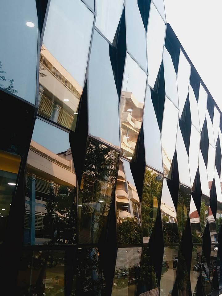 Xuất hiện thư viện siêu sang chảnh ngay tại Việt Nam với thiết kế lung linh như trung tâm thương mại - Ảnh 2.