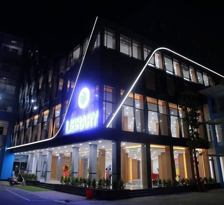 Xuất hiện thư viện siêu sang chảnh ngay tại Việt Nam với thiết kế lung linh như trung tâm thương mại - Ảnh 3.