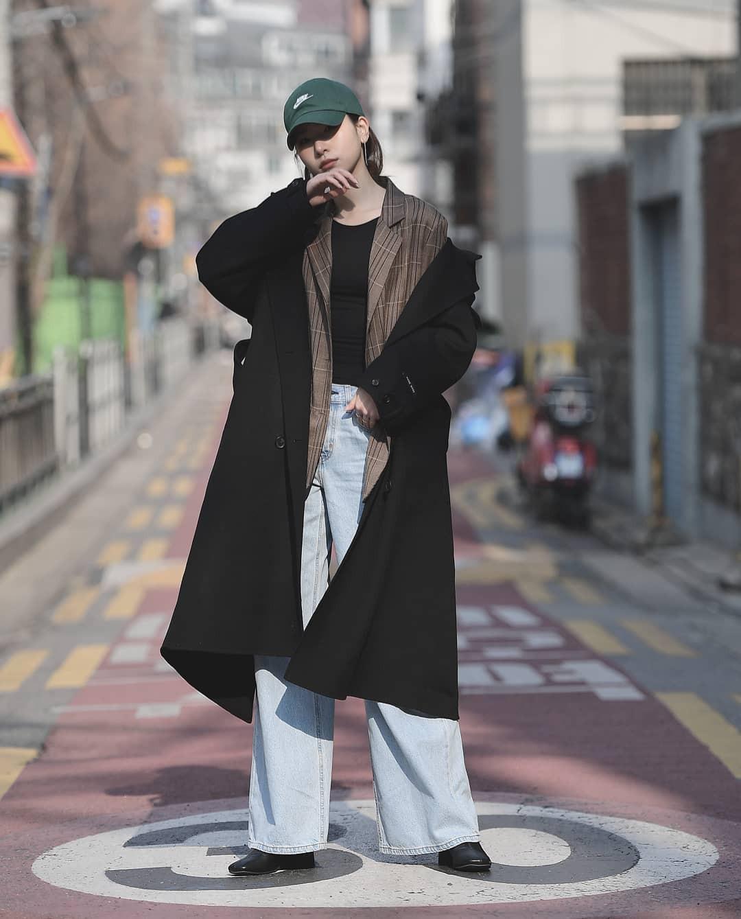 Loạt công thức mix đồ hot hit nhất của mùa xuân mà bạn cần biết nằm cả ở street style của giới trẻ Hàn tuần qua - Ảnh 9.