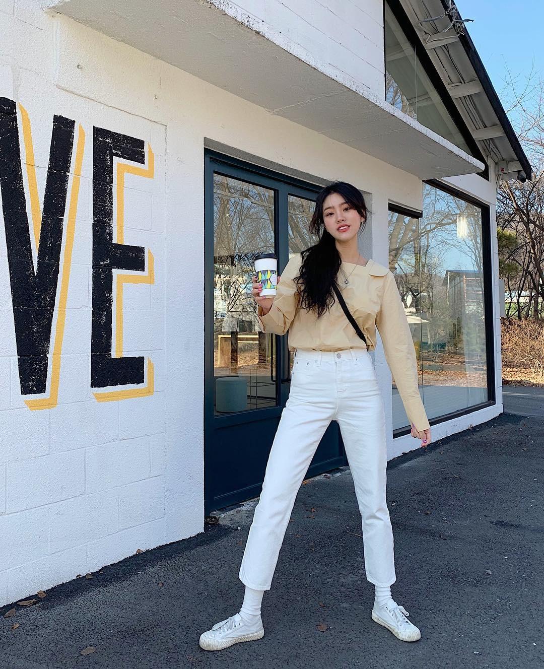 Loạt công thức mix đồ hot hit nhất của mùa xuân mà bạn cần biết nằm cả ở street style của giới trẻ Hàn tuần qua - Ảnh 5.
