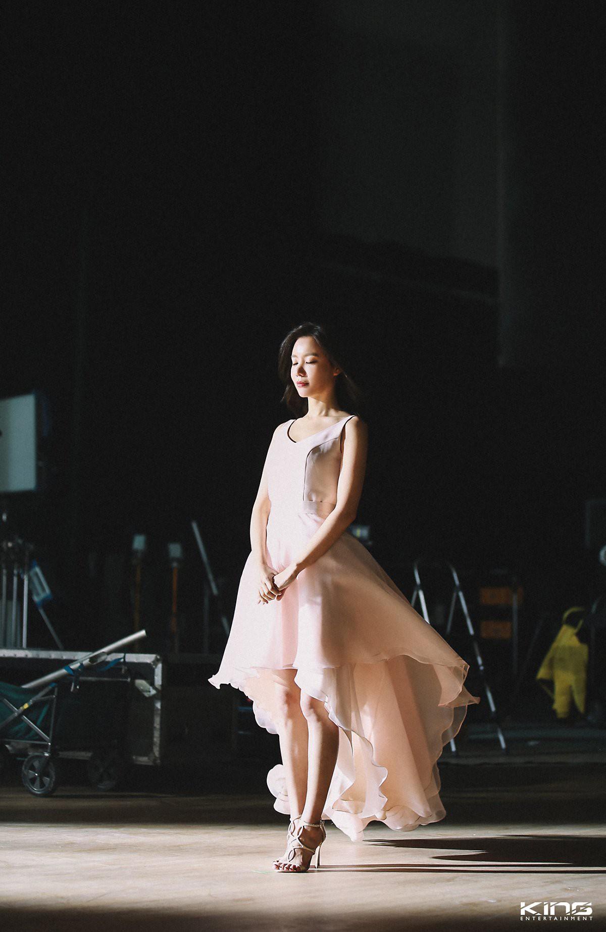 Chùm ảnh hậu trường gây sốt của mỹ nhân Sắc đẹp ngàn cân: U40 vẫn trẻ đẹp khó tin, chẳng thua gì Park Min Young - Ảnh 13.