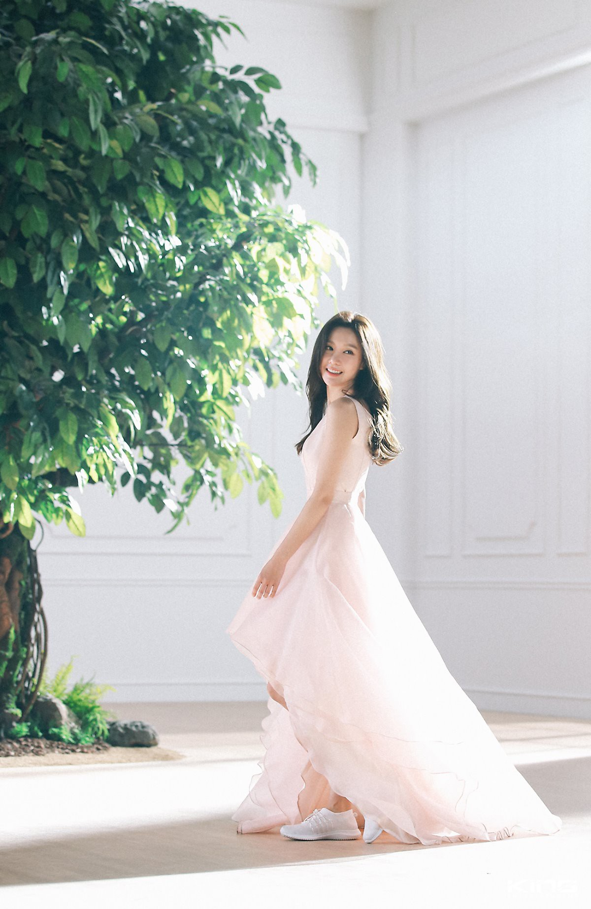Chùm ảnh hậu trường gây sốt của mỹ nhân Sắc đẹp ngàn cân: U40 vẫn trẻ đẹp khó tin, chẳng thua gì Park Min Young - Ảnh 3.