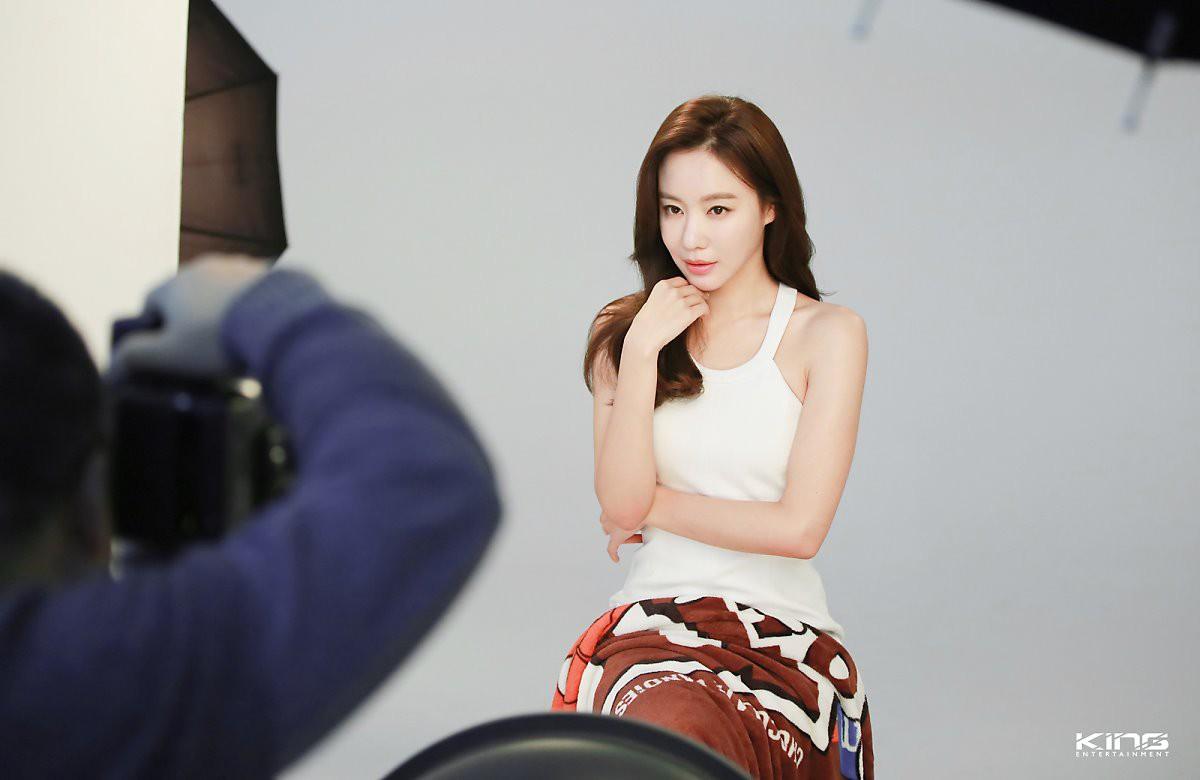 Chùm ảnh hậu trường gây sốt của mỹ nhân Sắc đẹp ngàn cân: U40 vẫn trẻ đẹp khó tin, chẳng thua gì Park Min Young - Ảnh 5.