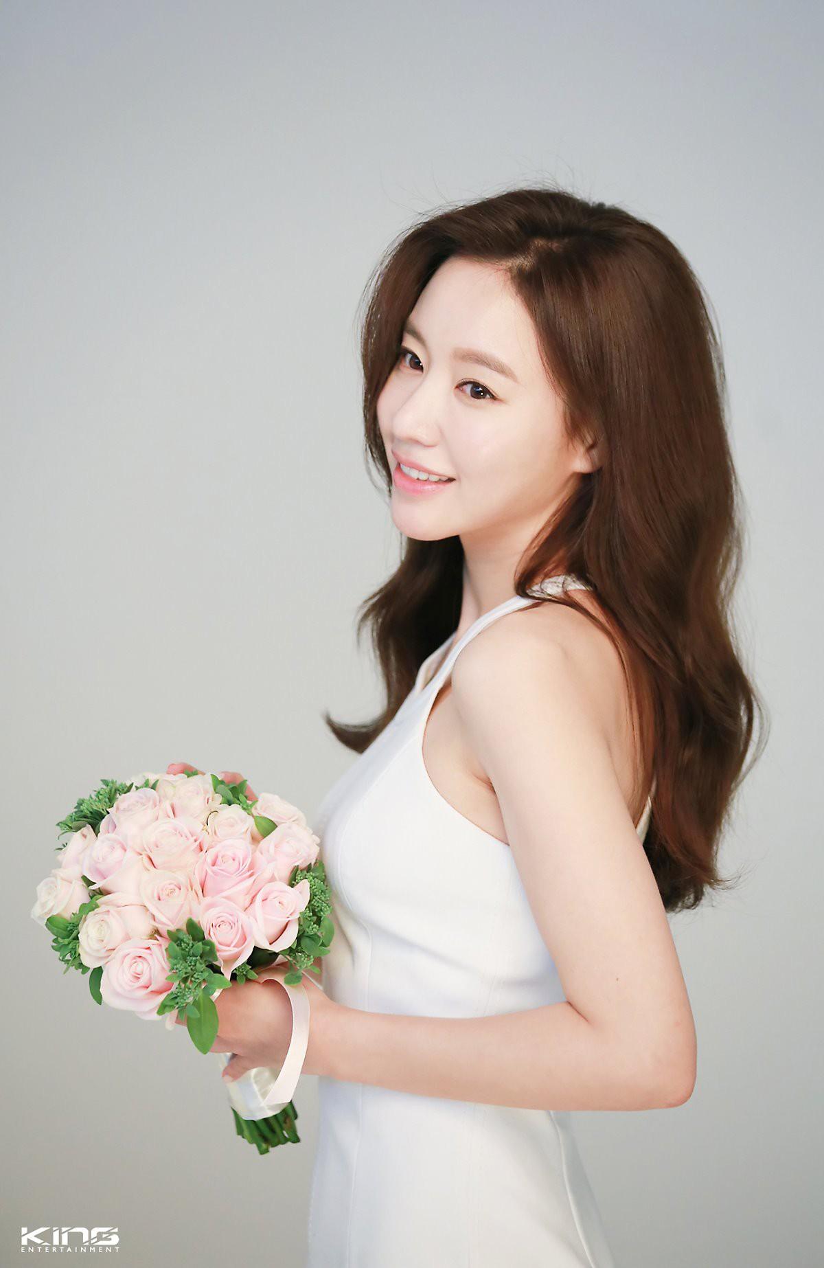 Chùm ảnh hậu trường gây sốt của mỹ nhân Sắc đẹp ngàn cân: U40 vẫn trẻ đẹp khó tin, chẳng thua gì Park Min Young - Ảnh 8.