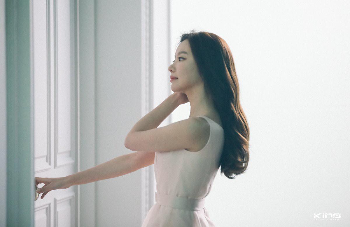 Chùm ảnh hậu trường gây sốt của mỹ nhân Sắc đẹp ngàn cân: U40 vẫn trẻ đẹp khó tin, chẳng thua gì Park Min Young - Ảnh 9.