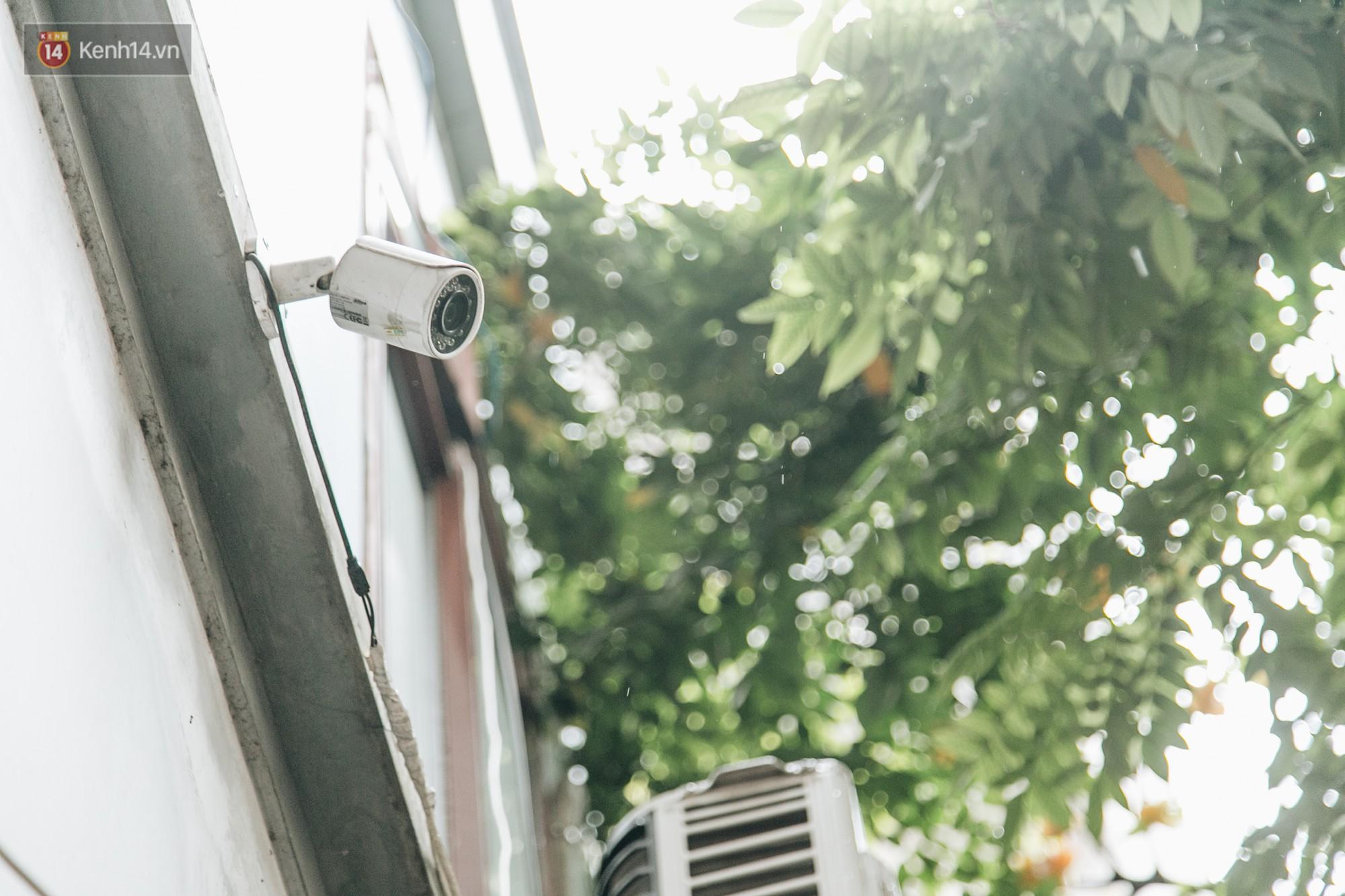 Hình ảnh người xả rác bừa bãi bị dán chi chít trong khu phố ở Hà Nội: Cấm mãi không được chúng tôi mới làm như vậy - Ảnh 3.