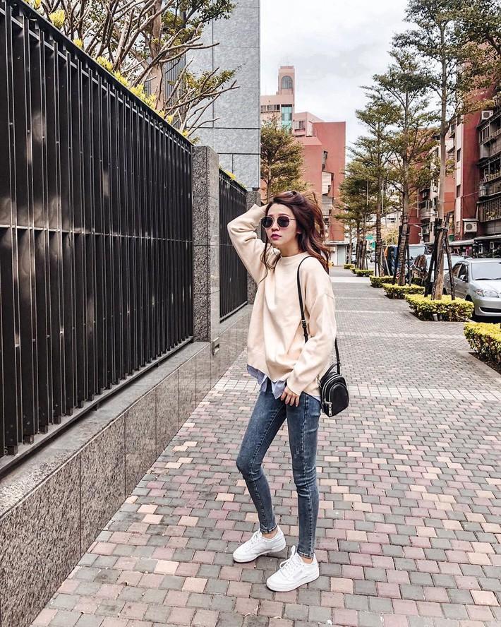 Street style Châu Á: Có 15 set đồ thì quá nửa là cách kết hợp cực dễ mà bạn có thể áp dụng ngay - Ảnh 2.