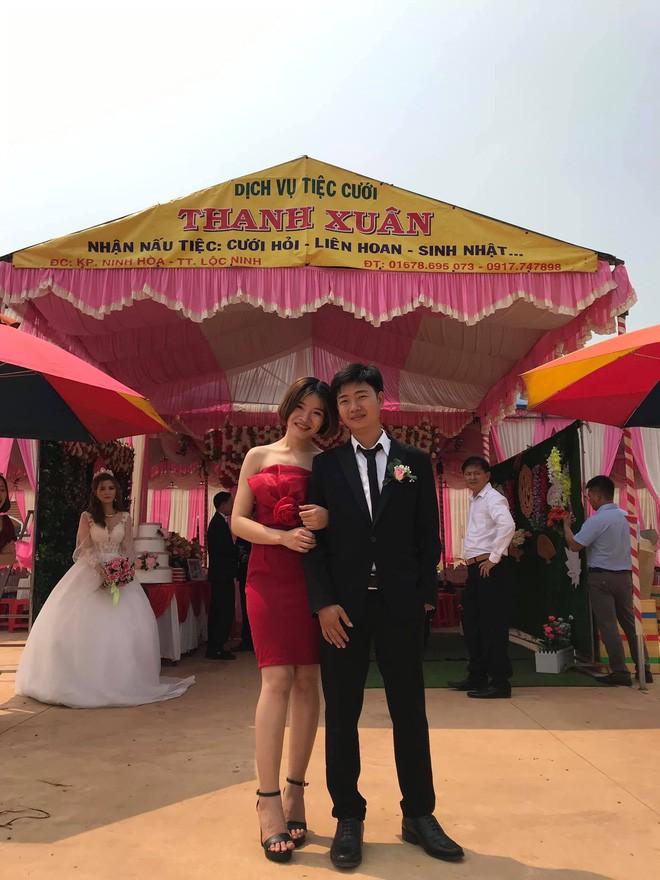 Cô dâu lủi thủi đứng một góc nhìn chú rể khoác tay người yêu cũ chụp ảnh trong đám cưới và sự thật bất ngờ phía sau - Ảnh 1.