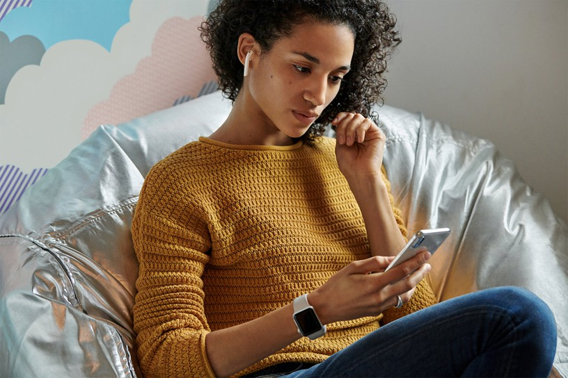 Apple chính thức ra mắt AirPods 2: Không có màu đen, có sạc không dây, giá cao nhất 4,7 triệu đồng - Ảnh 2.