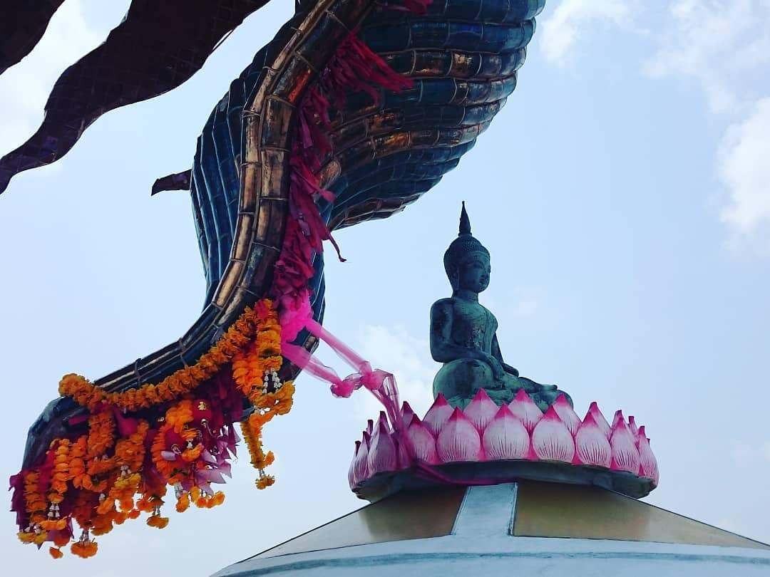 Thoạt nhìn cứ tưởng bối cảnh phim Hollywood nhưng hoá ra ngôi chùa này ở Thái lại hoàn toàn có thật! - Ảnh 5.