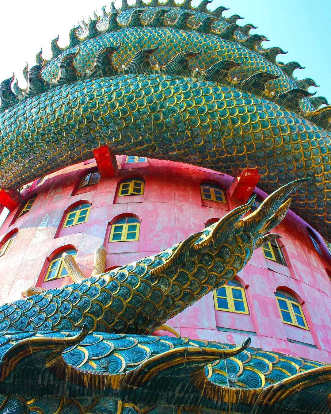 Thoạt nhìn cứ tưởng bối cảnh phim Hollywood nhưng hoá ra ngôi chùa này ở Thái lại hoàn toàn có thật! - Ảnh 7.