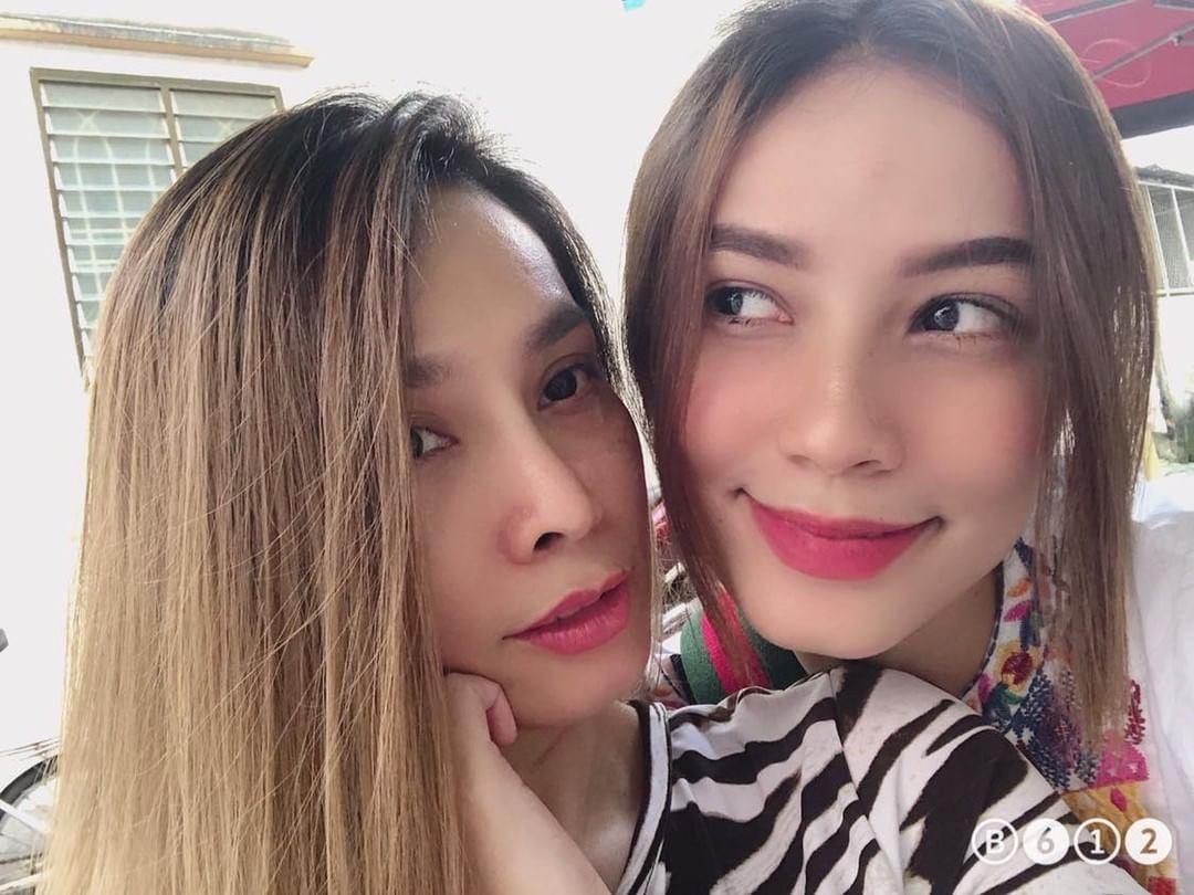Selfie cùng con gái 19 tuổi, mẹ trẻ U40 tung hoả mù vì nhan sắc hack tuổi đỉnh cao - Ảnh 2.