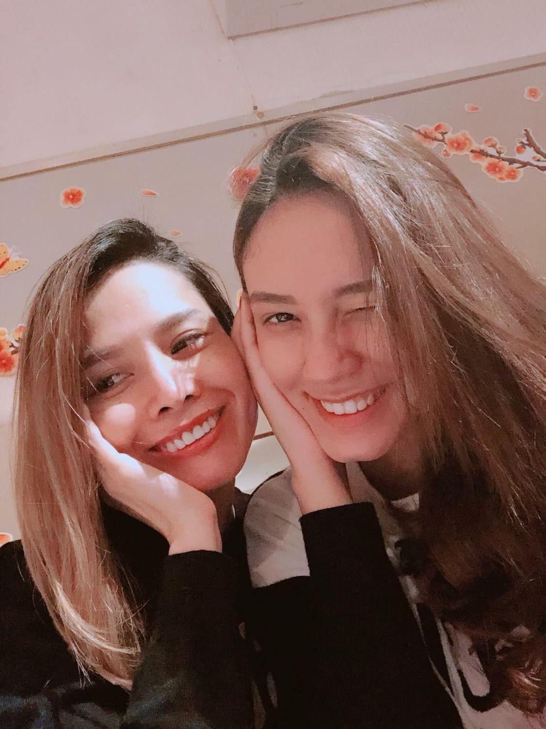 Selfie cùng con gái 19 tuổi, mẹ trẻ U40 tung hoả mù vì nhan sắc hack tuổi đỉnh cao - Ảnh 3.