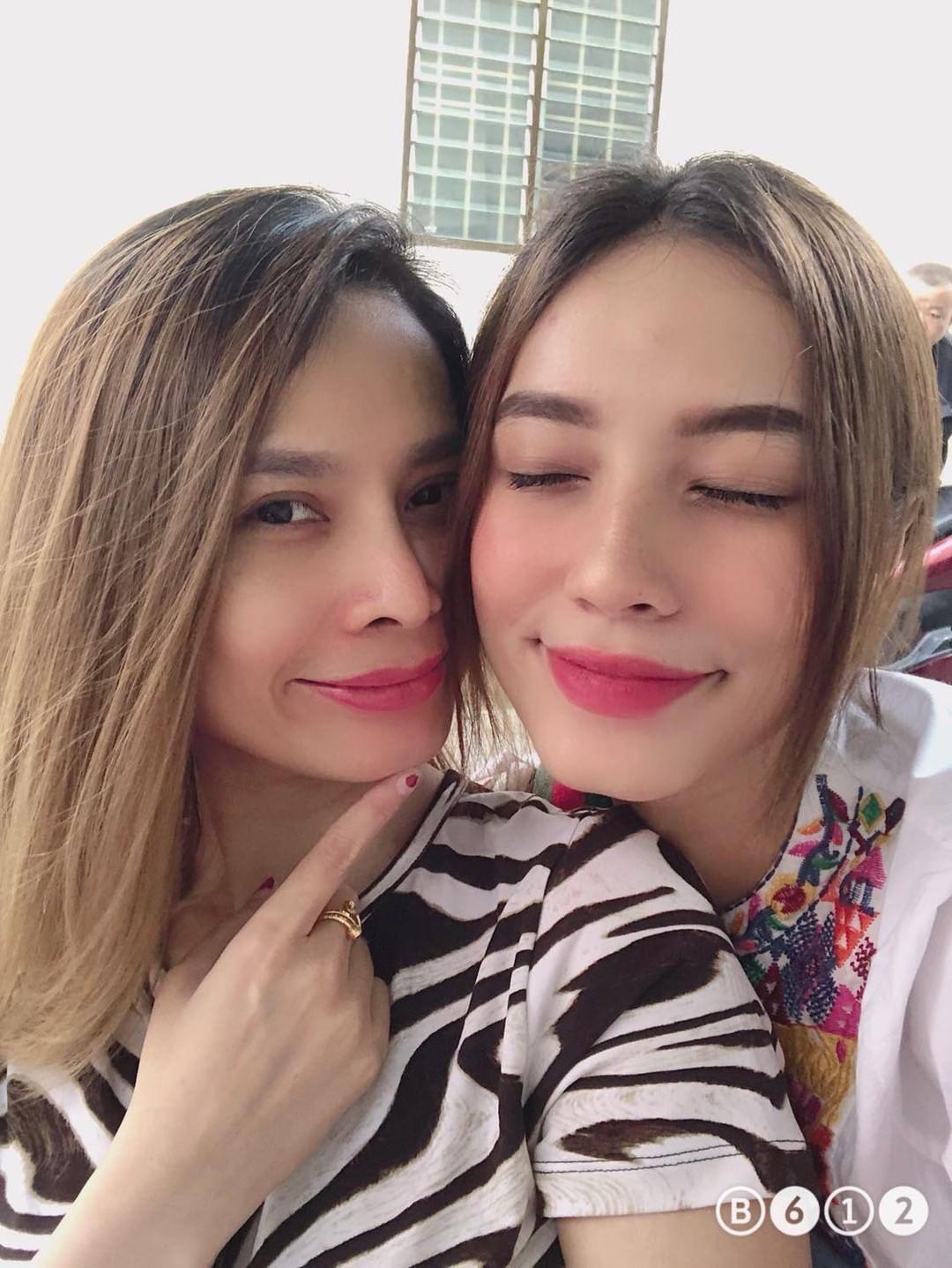 Selfie cùng con gái 19 tuổi, mẹ trẻ U40 tung hoả mù vì nhan sắc hack tuổi đỉnh cao - Ảnh 8.